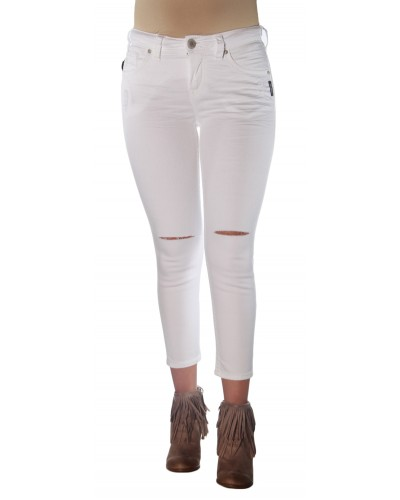 Suki High Capri in White by Silver Jeans Company